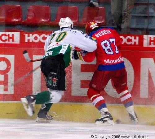"""Obrázek """"http://hokejcb.cz/foto_ceb/2007_30_MOU/061203_06.jpg"""" nelze zobrazit, protože obsahuje chyby."""